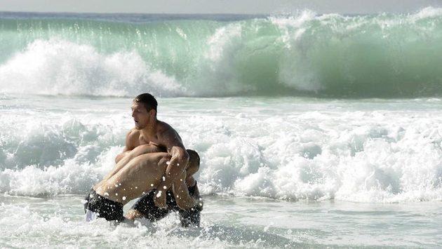 Čeští reprezentanti Alexandr Jurečka a Lukáš Krpálek využili volno k návštěvě slavné pláže Copacabana..