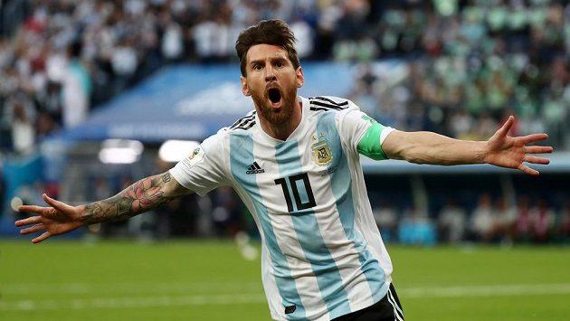 Argentinec Lionel Messi jásá po gólu proti Nigérii.