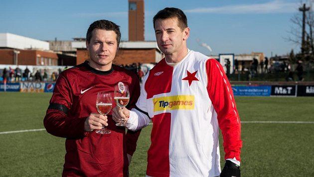 Libor Sionko ze Sparty a Pavel Kuka ze Slavie během tradičního Silvestrovského derby internacionálů.