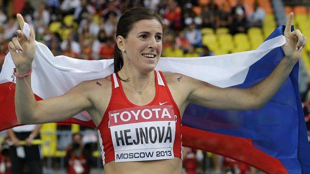 Překážkářka Zuzana Hejnová slaví na MS v Moskvě svůj životní triumf.