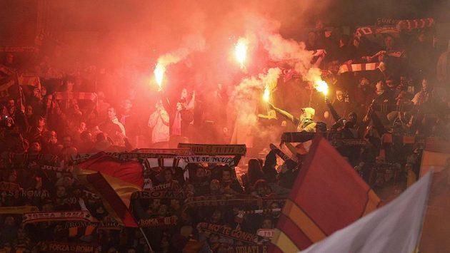 Řádění fotbalových fanoušků.