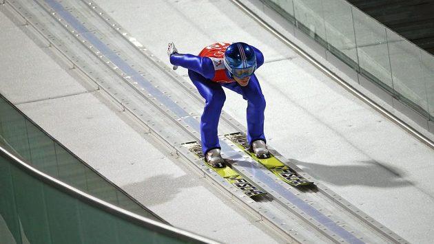 Rakouský skokan na lyžích Michael Hayböck ovládl kvalifikaci na velkém můstku v Soči.