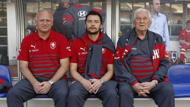 Reprezentační patron Marek Jankulovski usedl v Helsinkách na lavičku národního týmu společně s manažerem Dušanem Fitzelem a trenérovým poradcem a konzultantem Karlem Brücknerem.