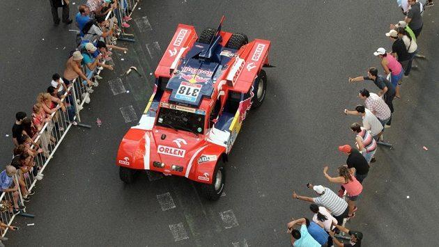Poláci Adam Malysz a Rafal Marton na startu Rallye Dakar.