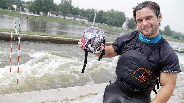 Vavřinec Hradilek na mistrovství světa pojede i se zbrusu novou helmou, na níž je vedle jeho iniciálů a loga sponzora vyobrazen i bůh moře Poseidón.