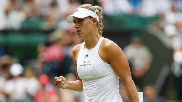 Světová tenisová jednička Angelique Kerberová v prvním kole Wimbledonu.
