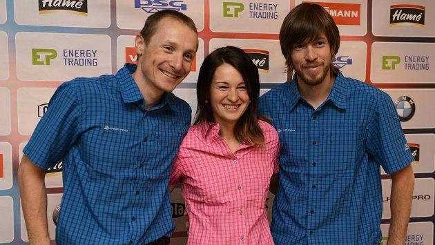Biatlonisté (zleva) Ondřej Moravec, Veronika Vítková a Jaroslav Soukup před startem nové sezóny.