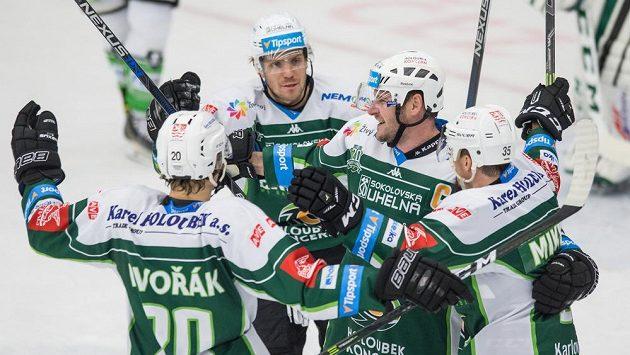 Karlovarští hokejisté si chtějí ve WSM lize vybojovat co nejlepší startovní pozici před play off. (ilustrační foto)