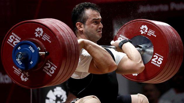 Íránský vzpěrač Sohráb Moradí na Asijských hrách v Jakartě zlomil nejstarší světový rekord .