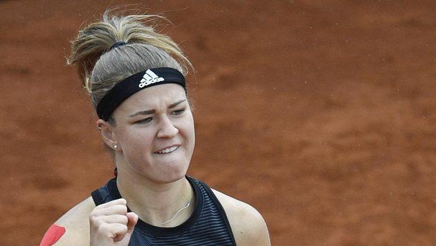 Česká tenistka Karolína Muchová v akci během finále turnaje WTA v Praze.