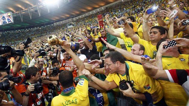 Atmosféra na brazilském stadiónu Maracaná bývá často bouřlivá.