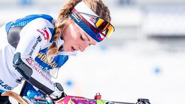 Markétě Davidové v dnešním závodě nejely lyže, k tomu udělala dvě chyby na střelnici a dojela třináctá.