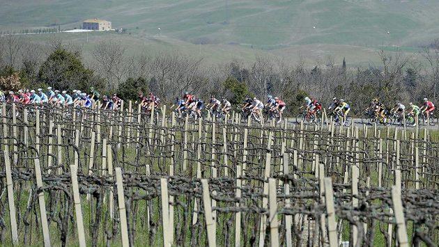 Cyklisté během Tirreno-Adriatico