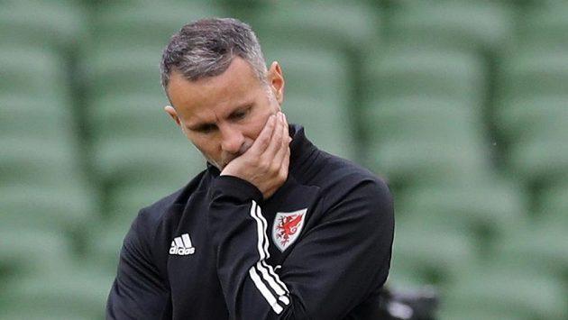 Trenér Walesu Ryan Giggs se dostal do velkých problémů.