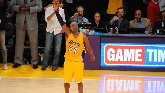 Basketbalista Los Angeles Kobe Bryant se loučí s fanoušky Lakers.