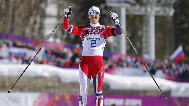 Marit Björgenová se raduje ze svého celkově již čtvrtého zlatého kovu z Olympijských her.