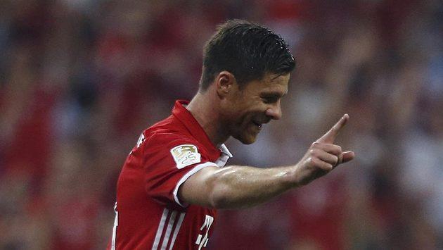 Xabi Alonso se raduje z gólu, kterým otevřel účet tohoto ročníku bundesligy. Bayern vyhrál 6:0 nad Brémami.
