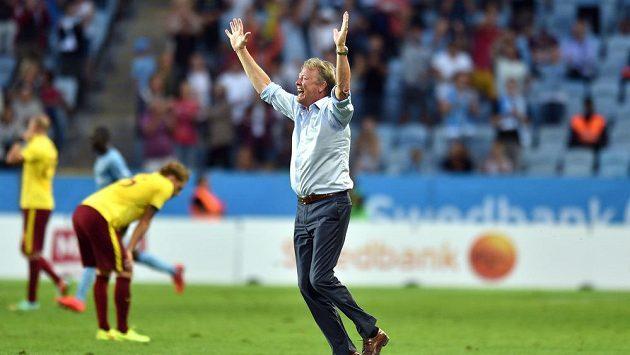 Trenér Malmö Age Hareide oslavuje vítězství po utkání 3. předkola Ligy mistrů proti Spartě na Swedbank stadionu ve švédském Malmö.