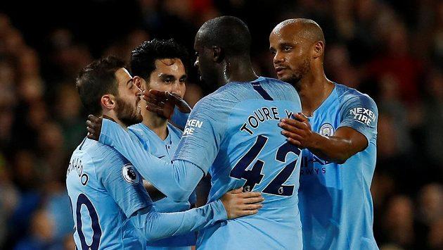 Radost fotbalistů Manchesteru City se radují v duelu s Brightonem.
