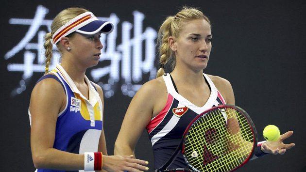 Andrea Hlaváčková (vlevo) s Timeou Babosovou.