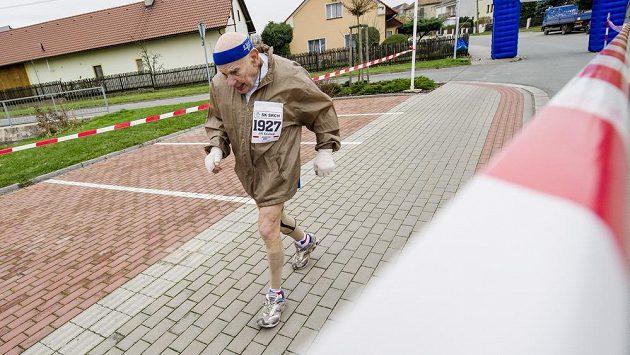Sedmaosmdesátiletý Jiří Soukup se zúčastnil Sršského maratónu na Pardubicku. Stal se tak nejstarším Čechem, který zvládl maratónskou trať.