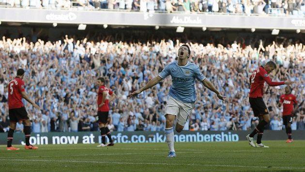 Záložník Citizens Samir Nasri se raduje z gólu.