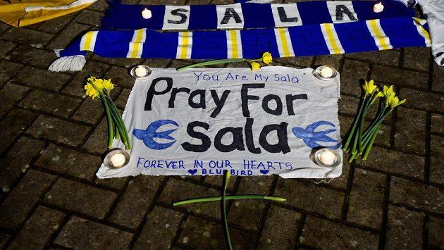 Fanoušci Cardiffu City se modlí za Emiliana Salu. Už se ho ale nejspíš nikdy neuvidí.