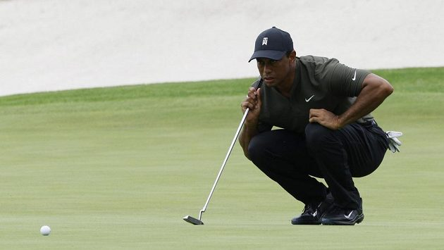 Osmnáct jamek stihl obejít na Masters obhájce titulu Tiger Woods a se skóre -4 je na děleném 4. místě.