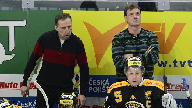 Trenéři Litvínova Radim Rulík (vpravo nahoře) a vedle něj Miloslav Hořava.