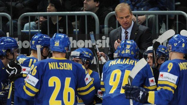 Bengt-Åke Gustafsson na lavičce švédského národního týmu, kde byl mimořádně úspěšný. Teď vyhlíží angažmá ve své zemi marně.
