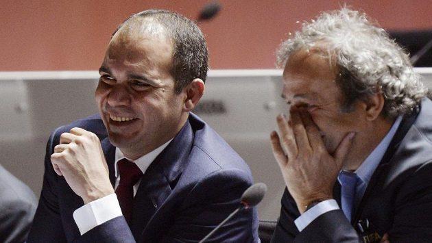 Prince Alí bin Husajn (vlevo) a prezident Michel Platini během kongresu FIFA v Curychu.