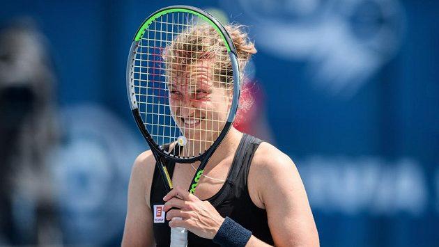 Emoce v podání tenistky Barbory Strýcové během zápasu.