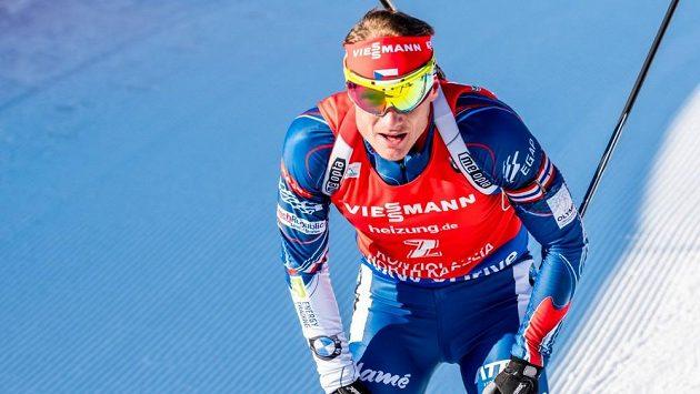 Ondřej Moravec na konci stíhacího závodu v Kontiolahti.
