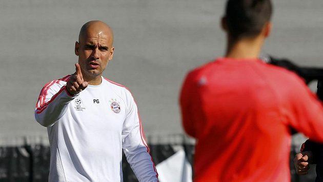 Pep Guardiola na tréninku svého Bayernu před zápasem Ligy mistrů v Turíně.