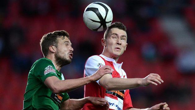Jablonecký obránce Filip Novák (vlevo) a Jaromír Zmrhal ze Slavie Praha během utkání 23. kola Gambrinus ligy.