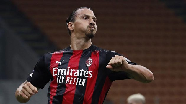 Útočník AC Milán Zlatan Ibrahimovic se raduje z gólu v úvodním kole Serie A.