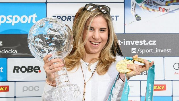 Snowboardistka a lyžařka Ester Ledecká se zlatými medailemi ze ZOH 2018 v Pchjončchangu