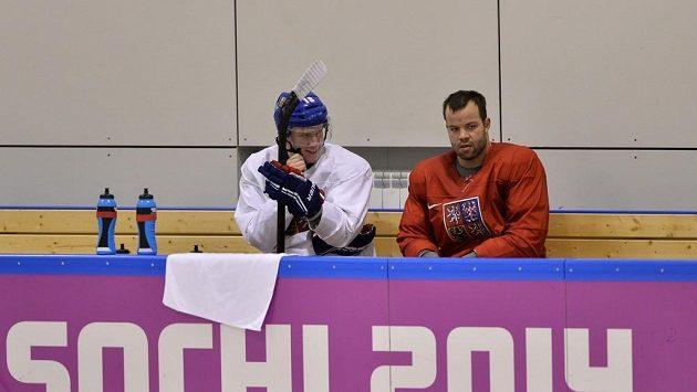 Ondřej Palát (vlevo) a Radko Gudas na tréninku české reprezentace v Soči.