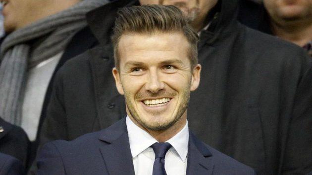 David Beckham z Parist Saint-Germain do úvodního zápasu s Valencií ještě nezasáhl a díval se jen z tribuny.