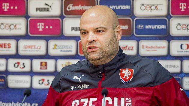 Trenér české fotbalové reprezentace do 21 let Jakub Dovalil na tiskové konferenci před přípravným zápasem s Anglií.
