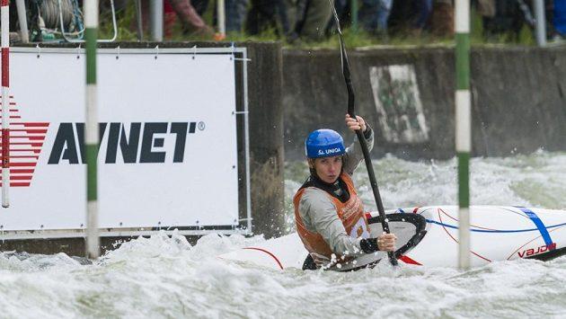 Vodní slalomářka Štěpánka Hilgertová při nominačním závodu na Trnávce.