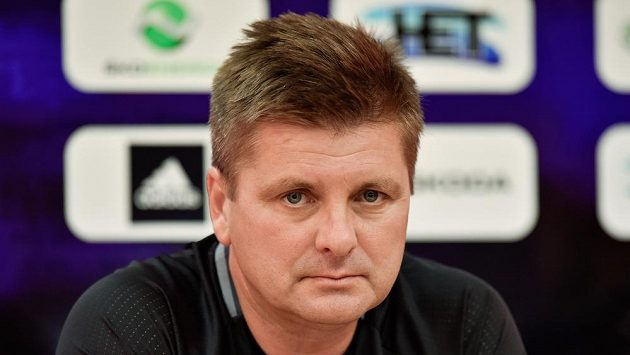 Trenér Mladé Boleslavi Dušan Uhrin mladší před odvetným utkáním proti Shamrock Rovers. Bere jen výhru.
