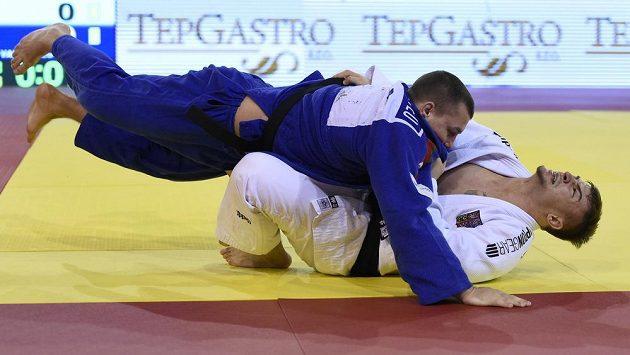 Finálový zápas na European Open v Praze ve váze do 90 kilogramů - zleva Jahor Varapajev z Běloruska a David Klammert z ČR.