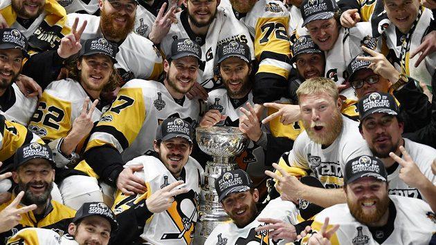 Držitelé Stanley Cupu - hokejisté Pittsburghu Penguins.