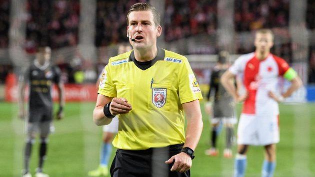 Rozhodčí Tomáš Klíma na archivním snímku z utkání Slavia Praha - Baník Ostrava.