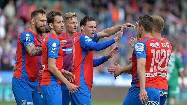 Fotbalisté Plzně se radují z gólu proti Příbrami v posledním kole Synot ligy.