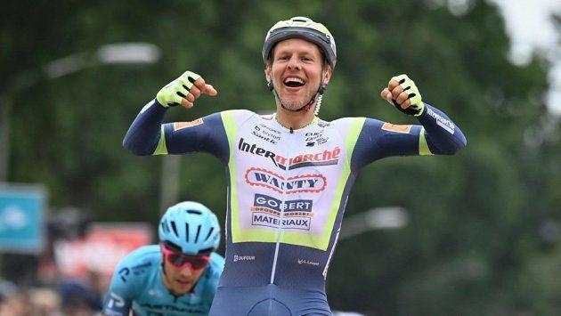 Taco van der Hoorn vyhrál po spurtu skupinky uprchlíků třetí etapu závodu Binck Bank Tour.