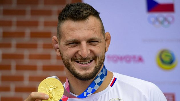 Olympisjký vítěz Krpálek ve fotbalové show promluvil o problému s ušima
