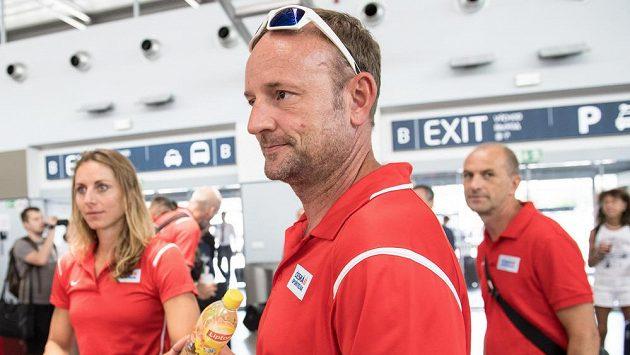 Tomáš Dvořák při odletu atletické výpravy na MS do Londýna.