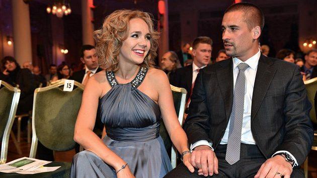 Hokejista Tomáš Plekanec se svou manželkou Lucií během vyhlášení ankety Zlatá hokejka v Karlových Varech.
